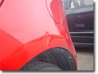 傷のある車